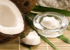 Uleiul de nucă de cocos oferă numeroase beneficii pentru frumusețe