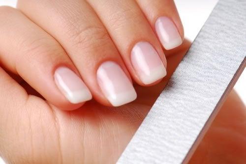 Următoarele trucuri te ajută să-ți fortifici unghiile