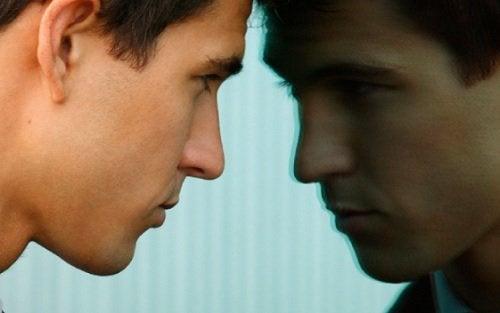 Autocritica nu te ajută să înfrunți greutățile vieții
