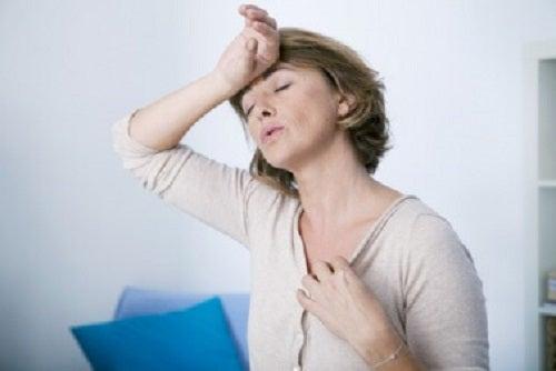 Bufeurile sunt cauzate de un dezechilibru hormonal