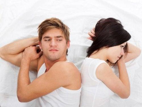 Dormitul în camere separate poate oferi anumite avantaje