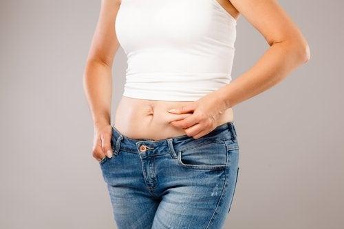 Grăsimea abdominală poate indica un dezechilibru hormonal