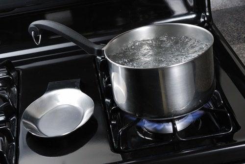 Apa caldă te poate ajuta să combați incontinența urinară