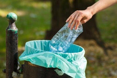 Măsuri pentru a te feri de efectele nocive ale plasticului