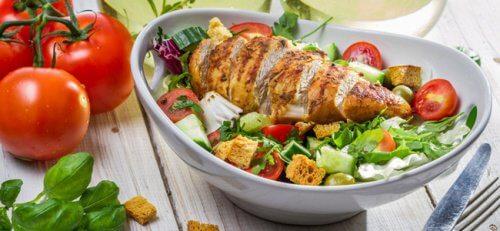 Aplicând metoda farfuriei, o să mănânci mai sănătos