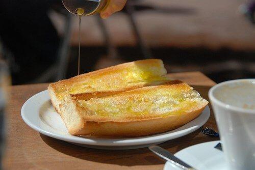 Ca să-ți protejezi sănătatea, servește o felie de pâine cu ulei de măsline