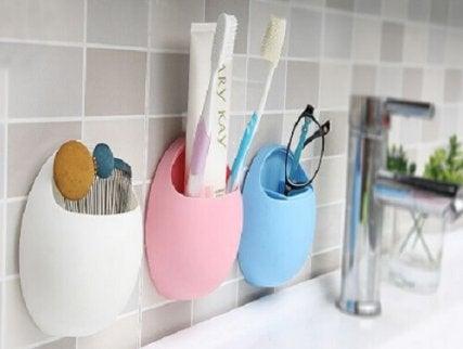 Periuțe de dinți și alte lucruri care nu se țin în baie