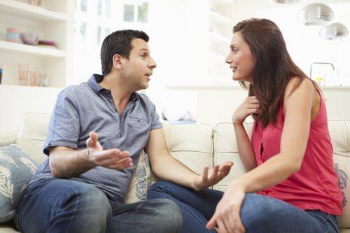 Într-o relație abuzivă, unul din parteneri îl manipulează pe celălalt