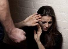 Violența este nelipsită într-o relație abuzivă