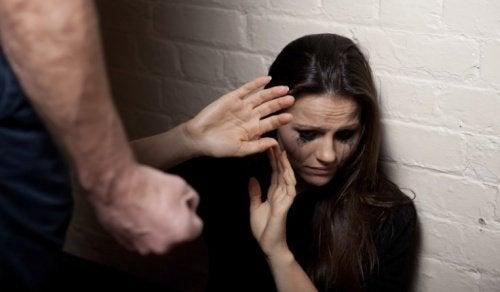 Cum să-ți dai seama dacă ești într-o relație abuzivă