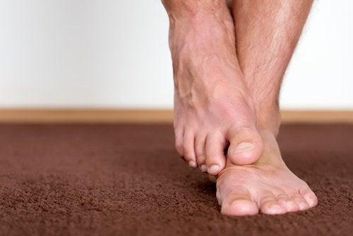 Remediu cu ajutorul căruia îți cureți picioarele de microbi