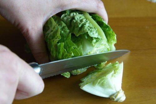 Salata verde este unul dintre alimentele proaspete care pot fi congelate