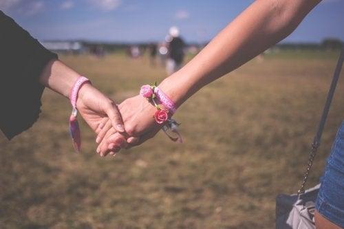 A câștiga simpatia celorlalți e necesară pentru noi prietenii