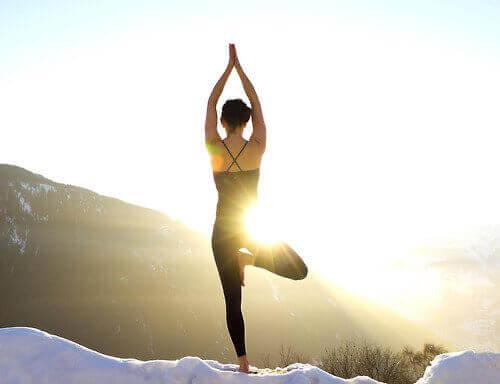 Yoga poate ajuta persoanele afectate de tulburarea bipolară