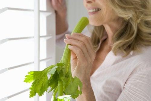 Printre altele, țelina îți protejează starea generală de sănătate