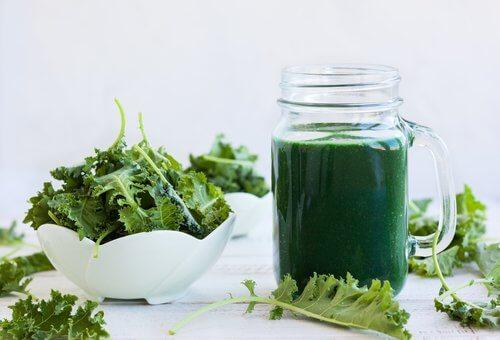 Printre alimentele alcaline întâlnim pe acelea care conțin clorofilă