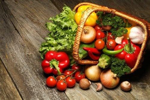 Printre alimentele alcaline întâlnim legumele