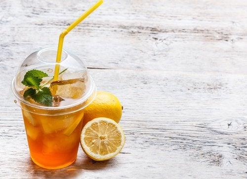 Băuturile detoxifiante te ajută să slăbești