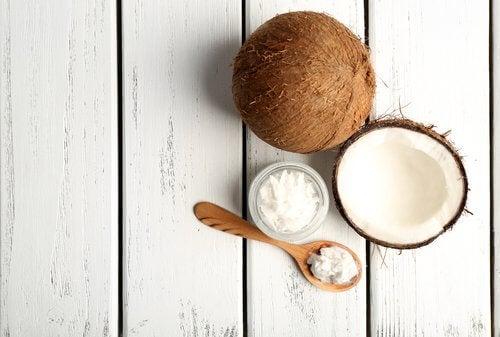 Puțină nucă de cocos te ajută să eviți cancerul