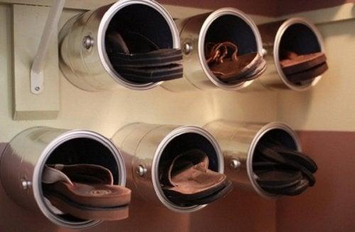 Cutii de conserve cu pantofi