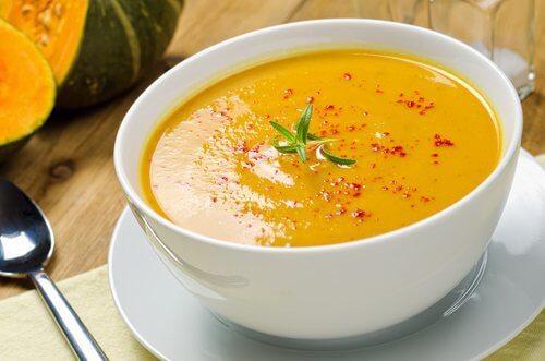Cum să arzi grăsimea cu 5 supe delicioase