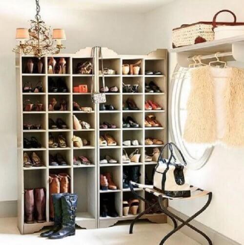 Dressing pentru haine și pantofi