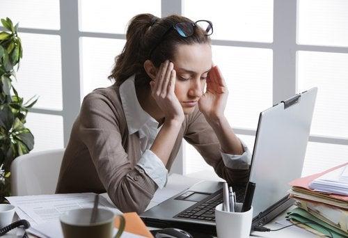 Câteodată durerile de cap pot fi cauzate de prea multă energie negativă