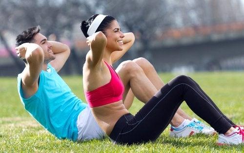 Exercițiile fizice te ajută să slăbești