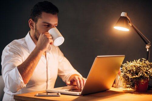 Obiceiul de a lucra noaptea te poate îmbolnăvi