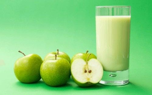 Smoothie-urile cu măr verde și diverse legume sunt foarte sănătoase