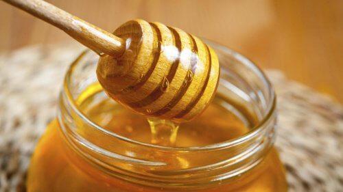 Mierea te ajută să-ți deschizi culoarea părului