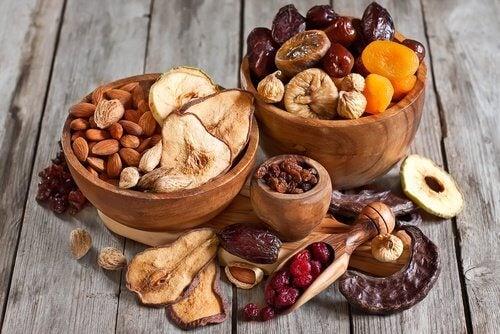 Printre altele, fructele uscate îți protejează oasele