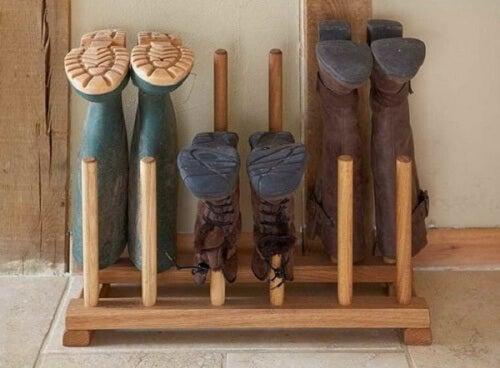 Suport de lemn pentru pantofi