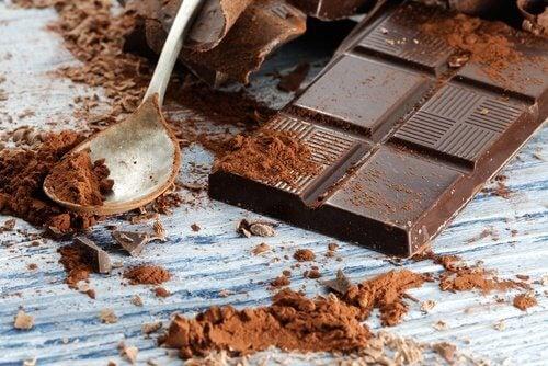 Și ciocolata neagră te poate ajuta să-ți subțiezi talia