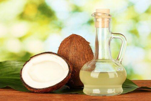 Uleiul de cocos elimină păduchii
