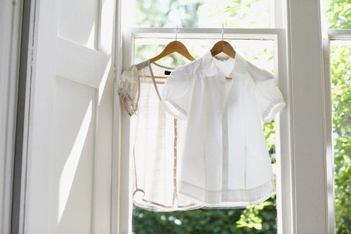 Obiceiul de a pune rufele la uscat în casă te poate îmbolnăvi
