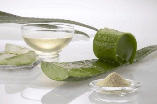 Tratament cu ragilă și aloe vera pentru întărirea părului