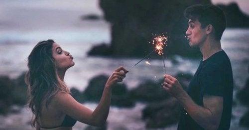 Când autenticitatea lipsește, magia unei relații nu va dura mult timp