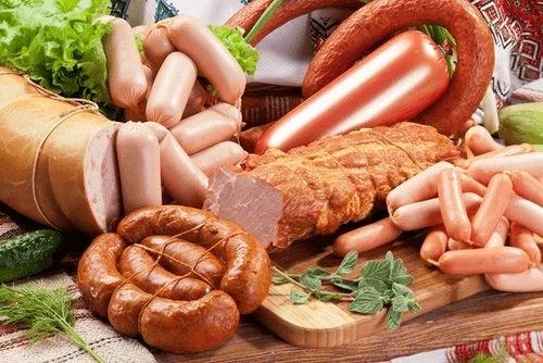 Cărnurile procesare sunt alimente care pot provoca migrene
