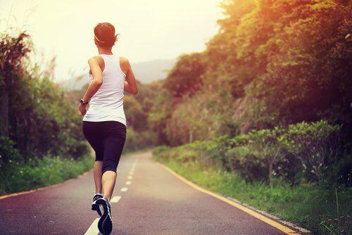 O pereche de încălțări de calitate te ajută să eviți crampele la picioare