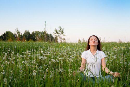 7 modalități naturale de a-ți îmbunătăți dispoziția