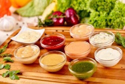 Evită dressingurile pentru salate dacă ai hipertensiune