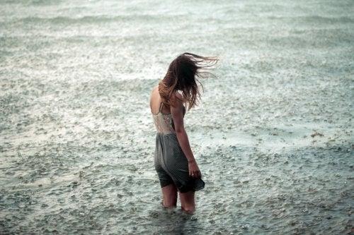 Nu trebuie să lăsăm gândurile negative să ne invadeze viața