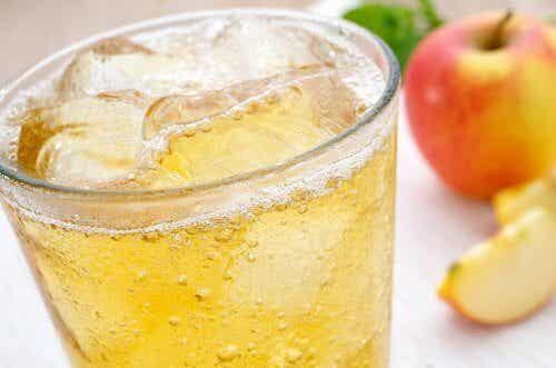 Cât este de indicată gheața în băuturi?