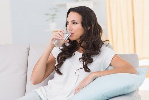 Hemoroizi cu sângerări care pot fi tratate prin consumul de apă