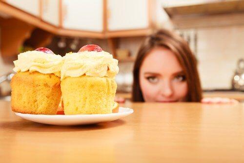Legătura dintre mâncatul pe fond nervos și pofta de dulciuri