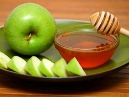 Piureul de mere cu miere de albine are proprietăți expectorante