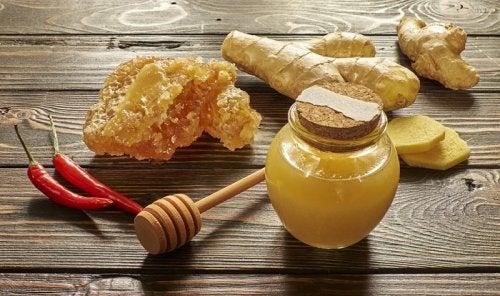 Mierea și ghimbirul au proprietăți expectorante