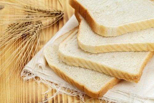 Pâinea este interzisă în regimul pentru hipertensiune