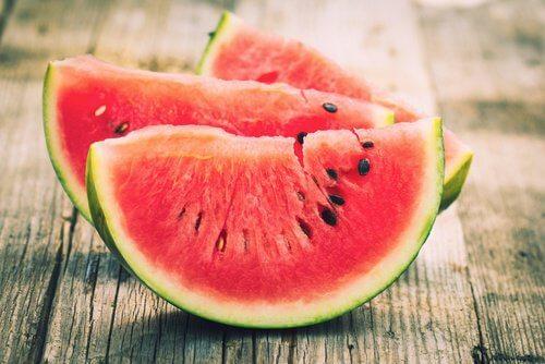 Pepenele roșu pe lista de fructe care combat balonarea